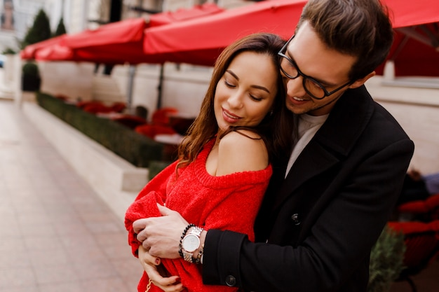 Beautiful couple in love hugging and flirting outdoor. romantic moments. handsome man looking on his pretty girlfriend. Free Photo