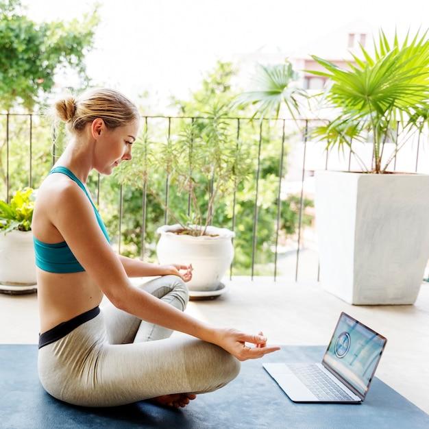 Beautiful digital device fitness calm concentration concept Premium Photo