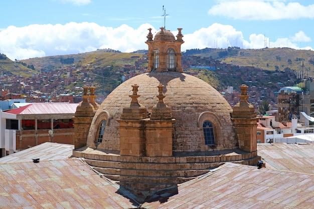 Beautiful dome of the cathedral basilica of st. charles borromeo, cathedral of puno, peru Premium Photo