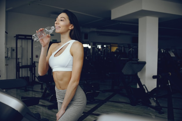 Beautiful and elegant girl standing in a gym Free Photo