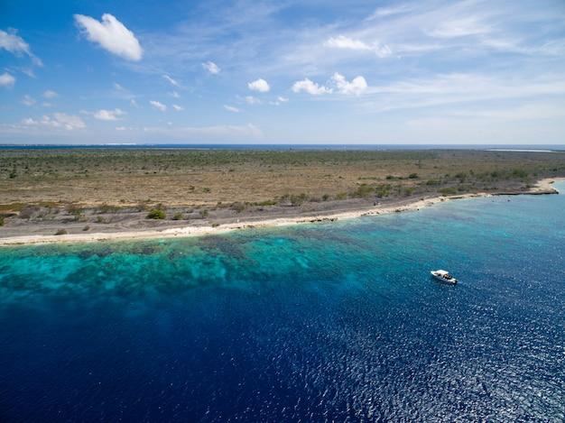 Bellissima isola tropicale esotica a bonaire, nei caraibi Foto Gratuite