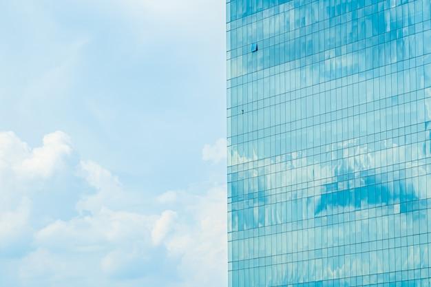 Bellissimo esterno dell'edificio con motivo a vetrata Foto Gratuite