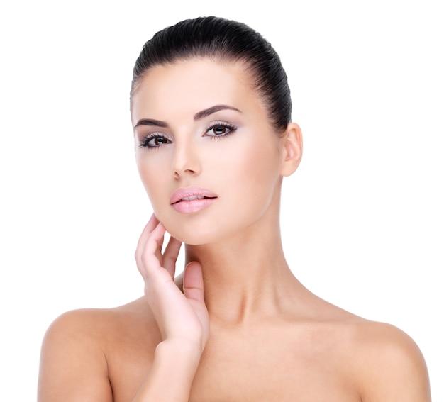 新鮮で健康な肌を持つ少女の美しい顔 無料写真