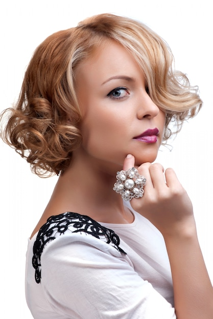 Beautiful fashion woman with a pearl ring Premium Photo