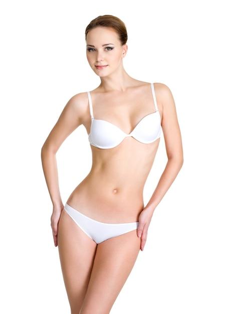 Красивое женское тело в белом нижнем белье, изолированном на белом Бесплатные Фотографии