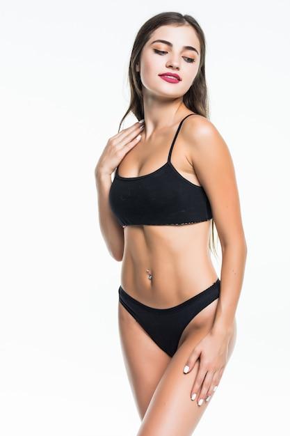 Красивое женское тело изолированное на белизне. изолированная сексуальная молодая женщина в черном нижнем белье Бесплатные Фотографии
