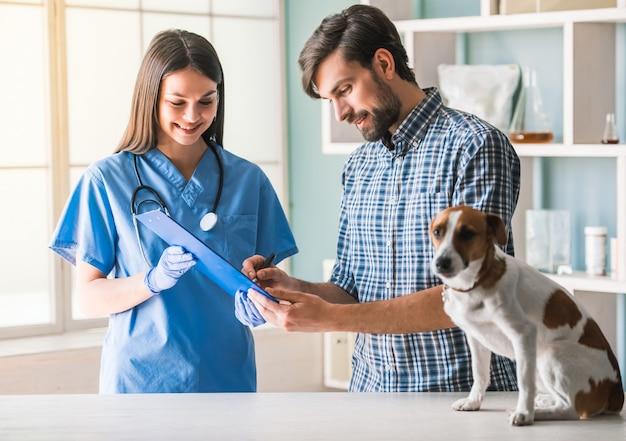 Beautiful female veterinarian and handsome guardian. Premium Photo