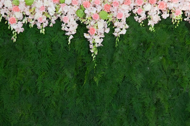 Beautiful flower and green leaf background for wedding decoration Premium Photo