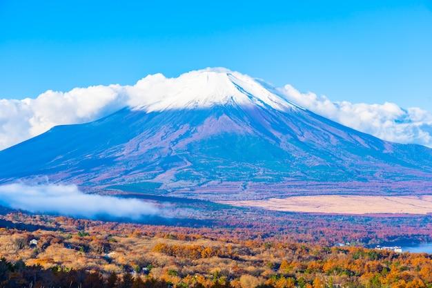 Beautiful fuji mountain in yamanakako or yamanaka lake Free Photo