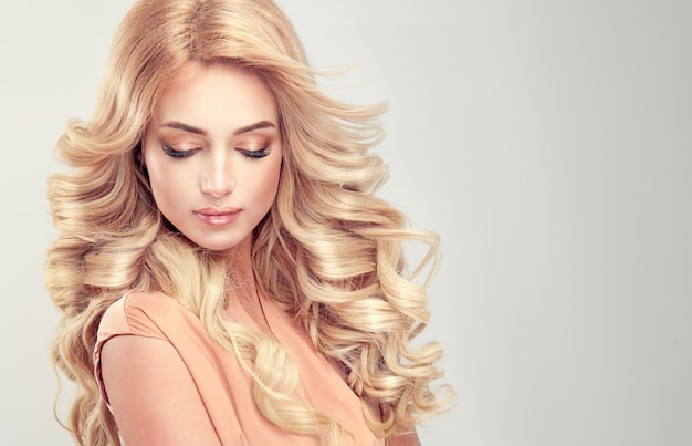 Beautiful girl blonde hair with an elegant hairstyle Premium Photo