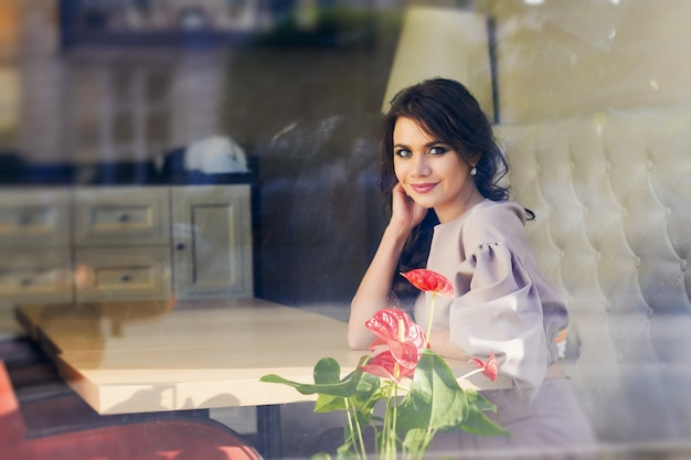 Beautiful girl in elegant dress and charming smile Premium Photo