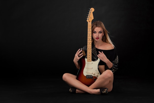Beautiful girl  and guitar Free Photo