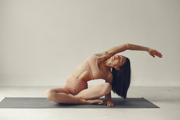 A beautiful girl is engaged in a yoga studio Free Photo