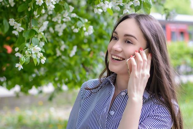 Beautiful girl speaks by phone Premium Photo