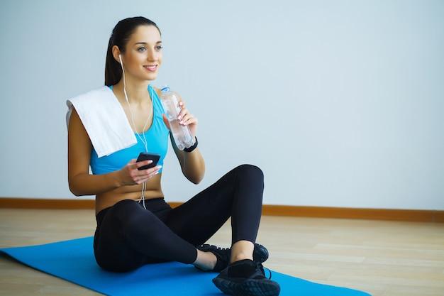 Beautiful girl in sportswear with bottle of water Premium Photo