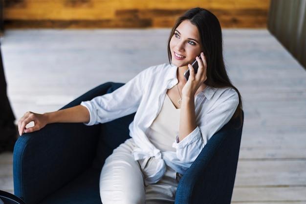 Социальная девушка модель в социальной работе работа для девушки в охране