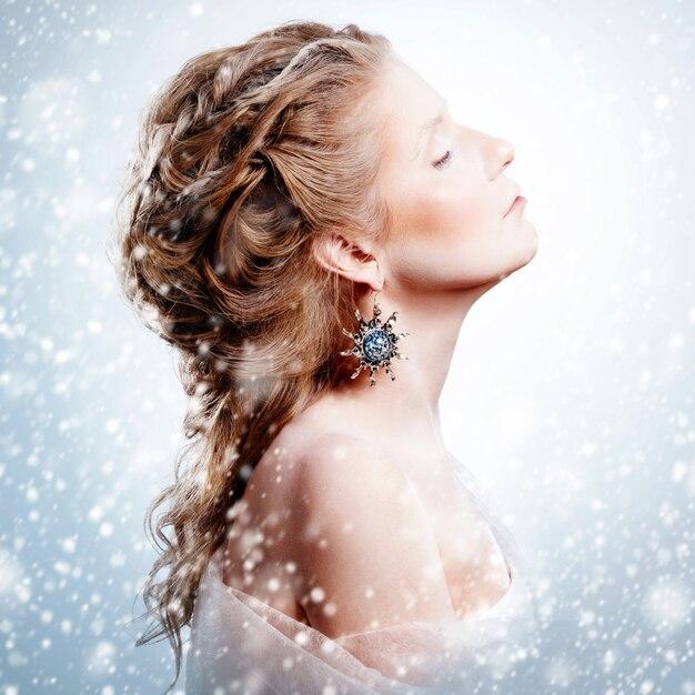 Beautiful girl with glamour christmas makeup Premium Photo