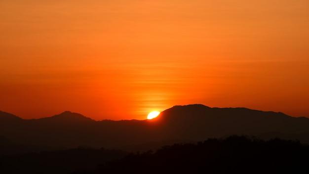 Beautiful golden yellow sky and sun Premium Photo