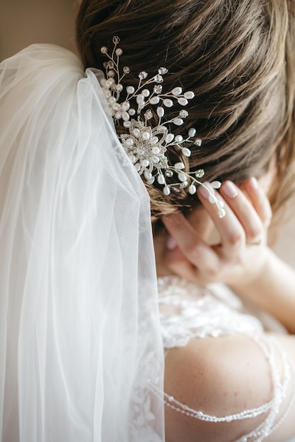 Beautiful hairstyle bride on the wedding day | Free Photo