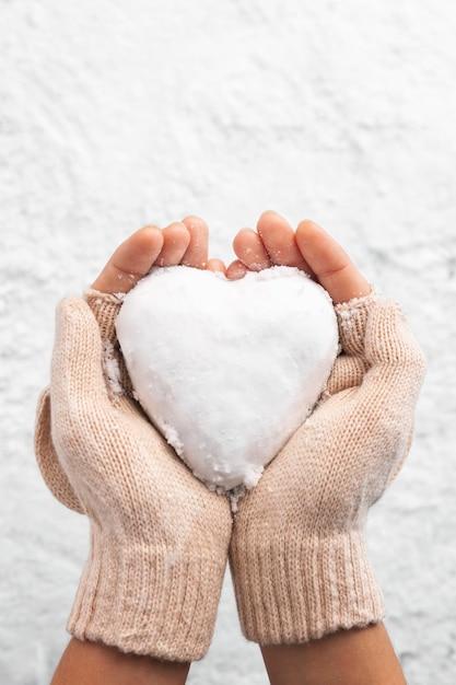 Beautiful heart shaped snowball Premium Photo