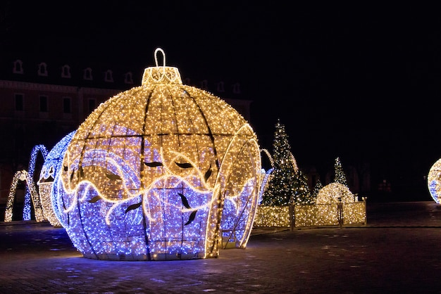 Beautiful illuminated christmas sculptures in magdeburg, germany at night Free Photo