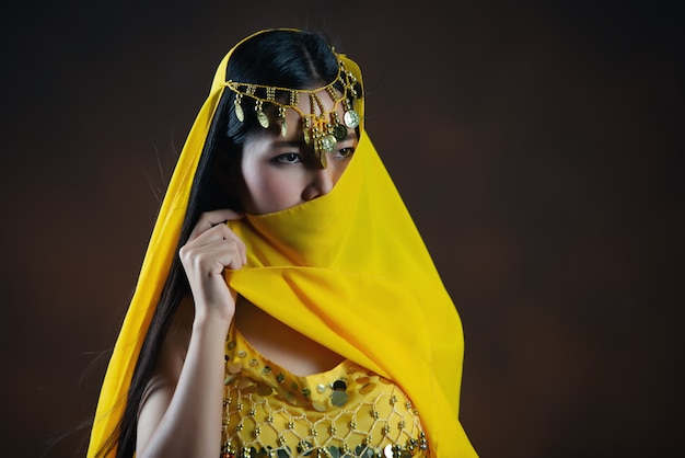 Beautiful indian young hindu woman model.traditional indian costume yellow saree . Free Photo