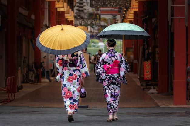 Beautiful japanese girls in kimono and with umbrella. Free Photo