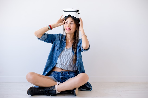 Beautiful lady trying on vr glasses Free Photo