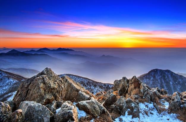 겨울, 한국의 덕유산 국립 공원에 일몰 아름다운 풍경 무료 사진