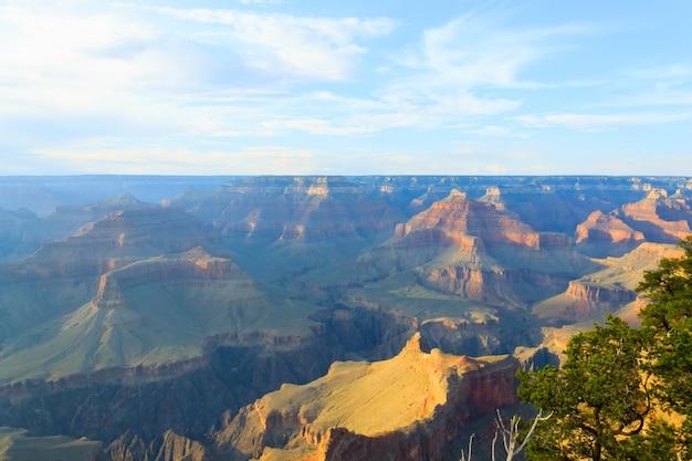 アリゾナ州グランドキャニオン国立公園の美しい風景。 Premium写真