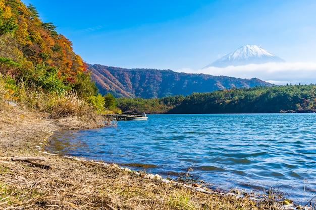 Beautiful landscape of mountain fuji with maple leaf tree around lake Free Photo