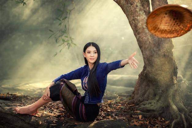 Beautiful laos girl in laos traditional costume, vintage style at vientiane, laos. Premium Photo
