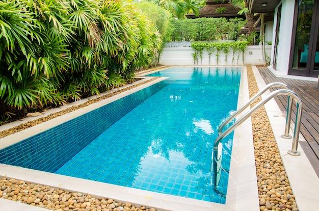 Beautiful luxury swimming pool Premium Photo