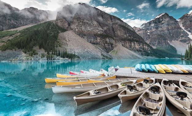 Beautiful moraine lake in banff national park, alberta, canada Premium Photo