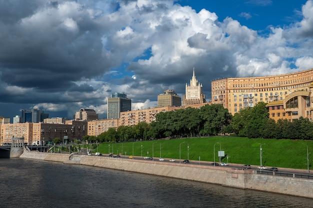 아름 다운 모스크바 풍경 아름 다운 집과 모스크바의 파노라마보기 프리미엄 사진