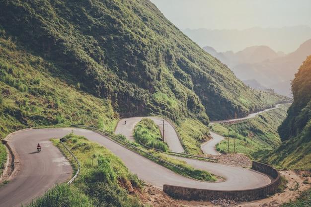 Beautiful natural scenery of the road Premium Photo