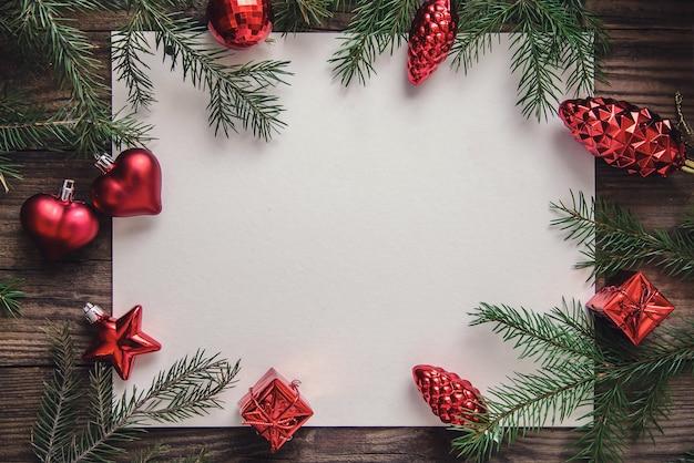 木製の背景に番号と美しい年賀状 Premium写真