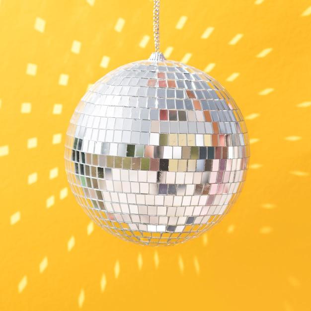 Красивая новогодняя концепция с диско-шаром Бесплатные Фотографии