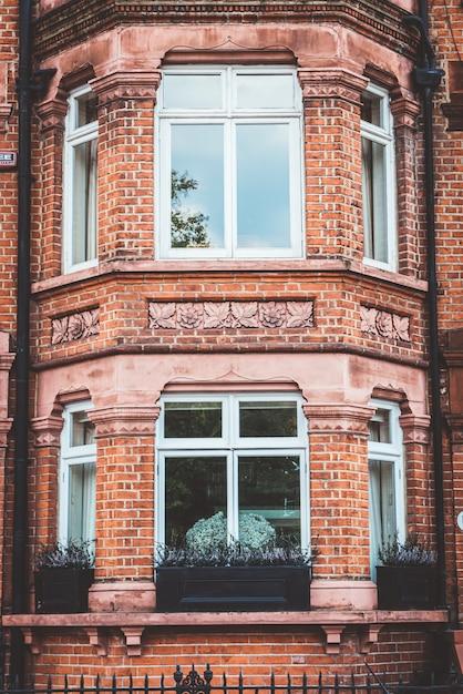 Красивый старый фасад в лондоне Premium Фотографии