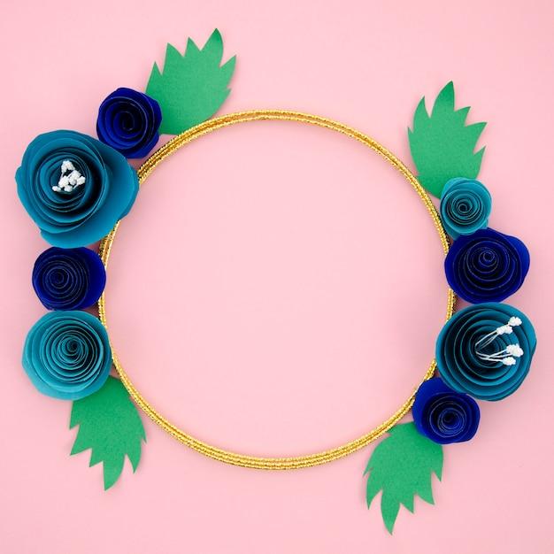 Красивая декоративная рамка с голубыми бумажными цветами Бесплатные Фотографии