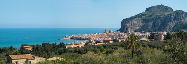 Beautiful panoramic view of cefalu. sicily Premium Photo