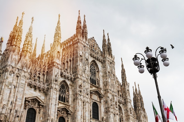 Beautiful panoramic view of duomo square in milan with big street lamp. italy. Free Photo