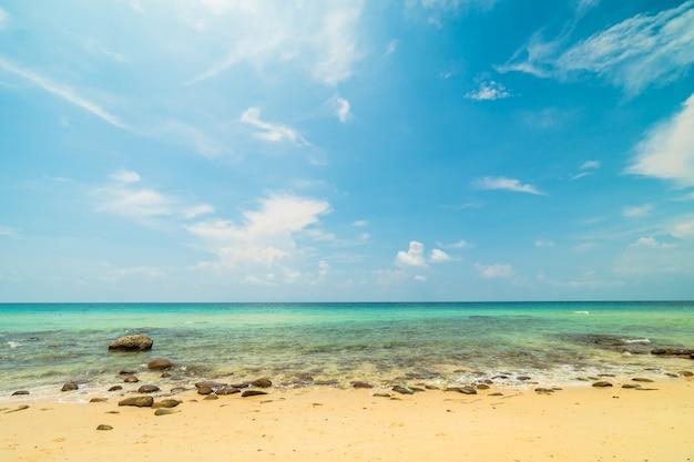 Beautiful paradise island with empty beach and sea Free Photo