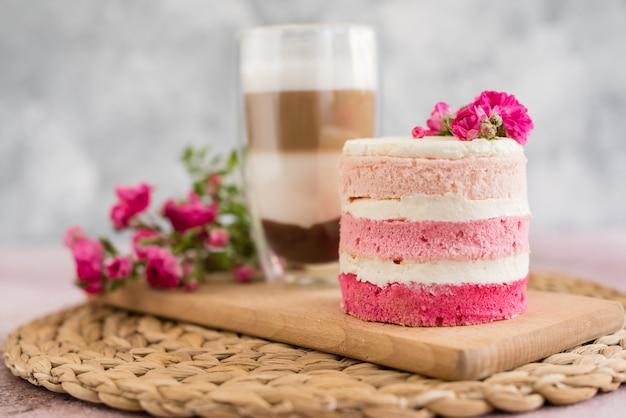 Beautiful pink cream and berries cake Premium Photo