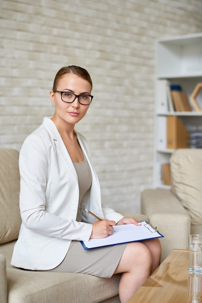 Beautiful psychiatrist in office Premium Photo