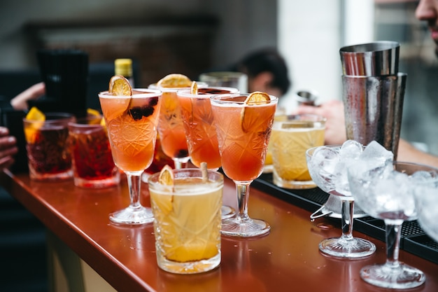 Beautiful and refined drinks for guests Free Photo