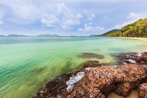 Beautiful rocky on seashore in tropical beach of koh wai, trat province, thailand. Premium Photo