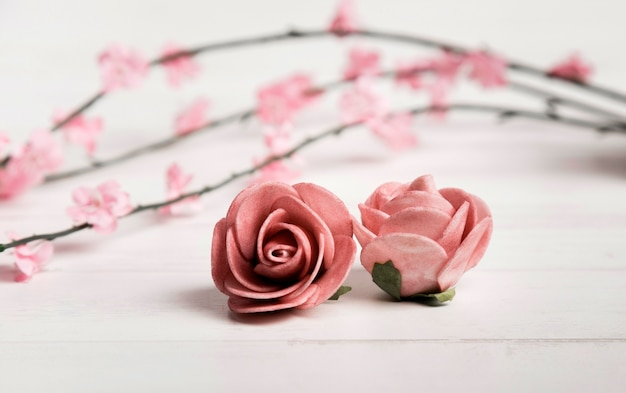 Beautiful roses laid on wooden floor Free Photo