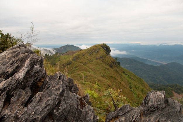 Beautiful scene, mountain view in the daylight. Premium Photo