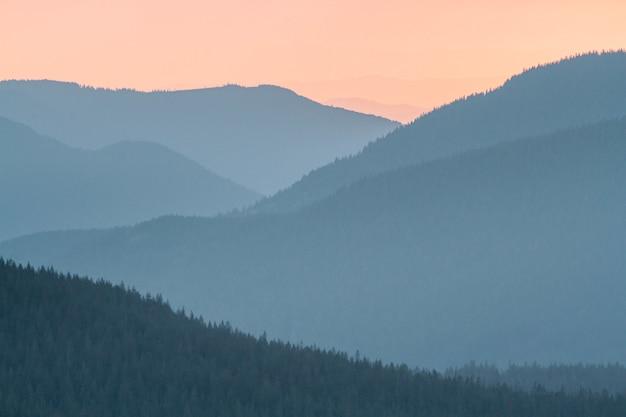アメリカのレーニア山国立公園の夕日の美しい風景 無料写真